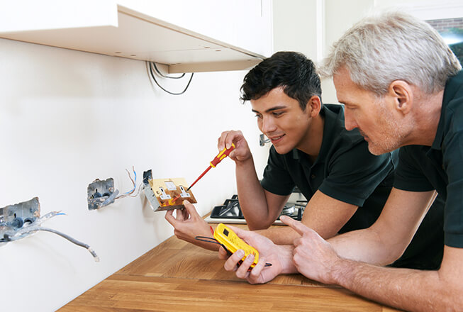 5 good reasons to do an electrician pre-apprenticeship course